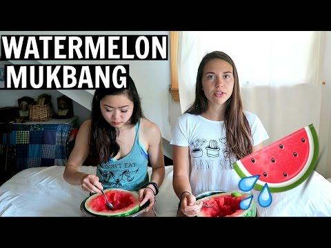 Dorm Room Vegans, Protein, and Friendship // Q&A MUKBANG w/ Lisa!