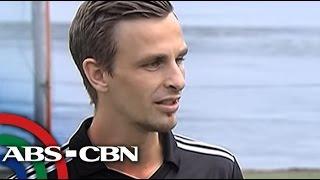 TV Patrol: Norwegian volunteer, tuloy ang pagbibigay inspirasyon sa Tacloban