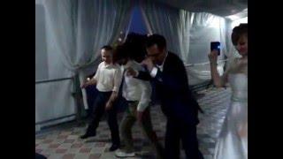 Учимся снимать видео.Красиво очень. Показательный групповой танец  MOV02346