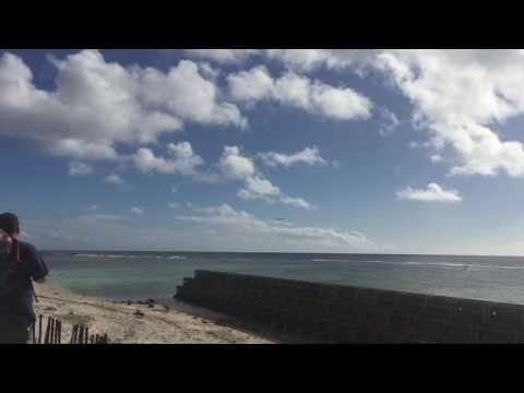 Plane landing Rarotonga