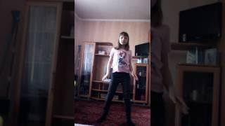 Танец под песню кружит