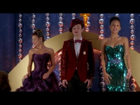 Glee - Away in a Manger (Full Performance)
