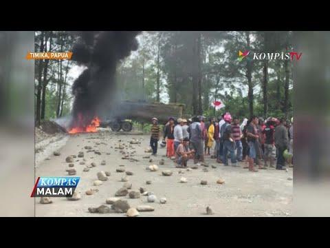 Karyawan PT Freeport Indonesia Memblokade Jalan