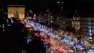 Natale a Parigi: tra crisi, tagli, luci e lusso