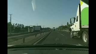 Motoquero pierde casco en ruta del Maipo