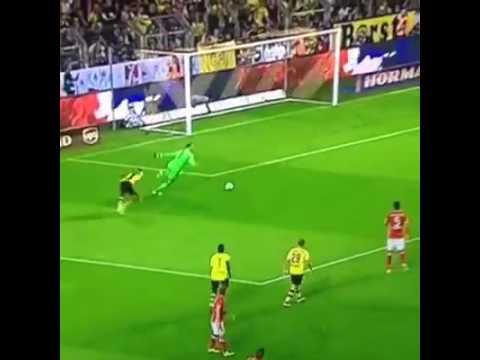Manuel Neuer VS Aubameyang