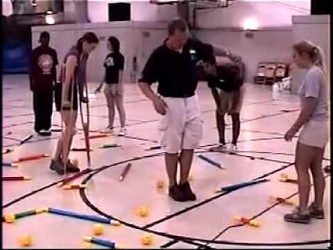 SINH HOẠT TẬP THỂ- Trò chơi Teambuilding từ những thanh nhựa.flv
