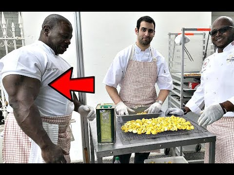 White House Chef has Bigger Arms than Mr. Olympia