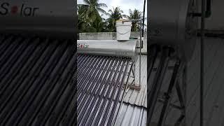 Lắp đặt máy nước nóng NLMT theo phương thức mới trên mái tôn
