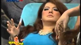 Download Video SUKA SUKA UYA Magdalena Suami Monoton, Bosan   Pernikahan Harus ada Warna Warni 1 5 MP3 3GP MP4