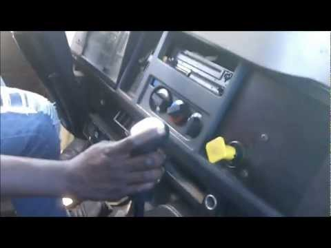 Shifting Gears In An 4700 International with 6 Speed Fuller