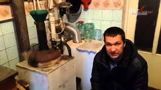 Как сделать и подключить самодельный котел длительного горения с водяной рубашкой! Уже в работе!(Мой муж в домашних условиях собрал и установил в доме самодельный котел длительного горения! с верхней..., 2015-02-19T15:15:52.000Z)