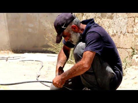 أخبار حصرية | ورش الكهرباء تصلح مادمره قصف الأسد في مدينة #درعا وريفها