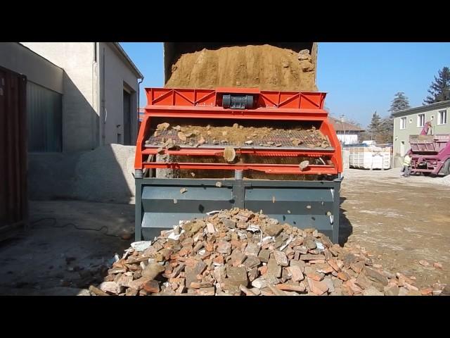 Bauschutt sieben Rüttelsieb LS28 von Xava / Screening of demolition waste with Xava LS28