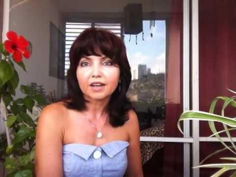 Женщины в возрасте показывают гениталии видео
