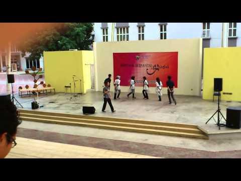 Sepetang Di Gazebo: Modern Dance