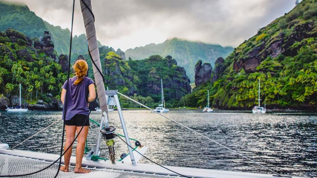 It doesn't get better than this!! Sailing the Pacific - Chase the Story 43