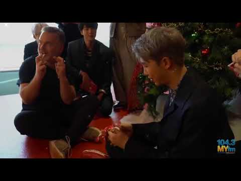 171116 104 3 MY FM feat  방탄소년단    BTS Open Christmas Gifts From Valentine by GUR