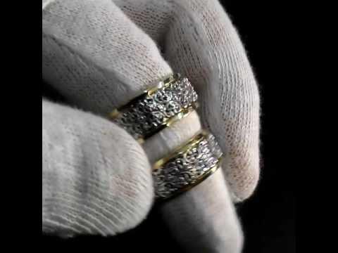 Обручальные кольца из белого золота с готическим узором