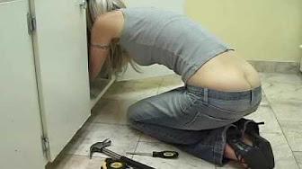 Sexy plumber girl butt cracks — photo 6