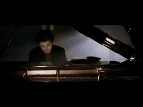 Robert Pattinson - Edward Cullen Playing Piano