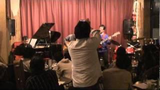 2010年12月12日、千葉市のクリッパーで開催されたスムースジャズパーテ...