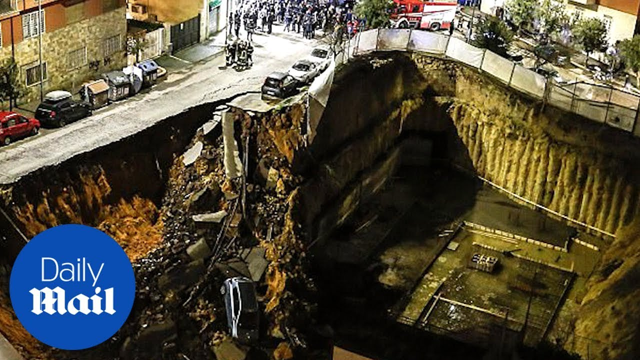 30 Feet Sinkhole Opens Up In Rome Daily Mail Youtube
