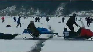 بالفيديو .. هروب صيادين روس من كارثة تحطم جليد بحيرة متجمدة
