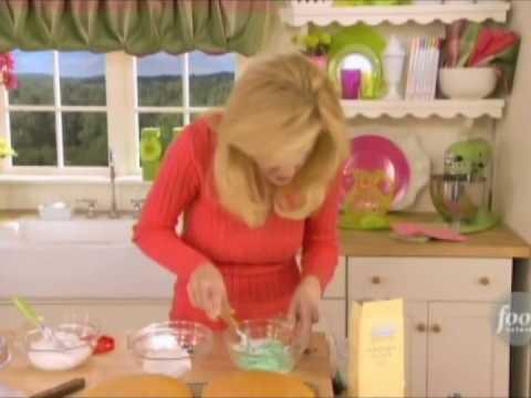 Sandra Lee - Grandma Lorraine's Single Layer Birthday Cakes