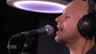 Milow - Howling At The Moon (live bij Evers Staat Op)