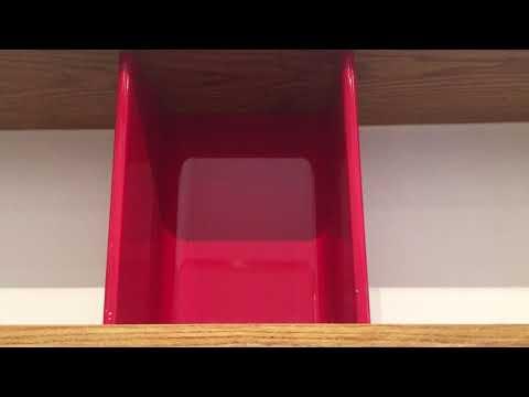 シャルロット・ペリアン-オーク材、塗装スチール-《壁掛け用の棚》