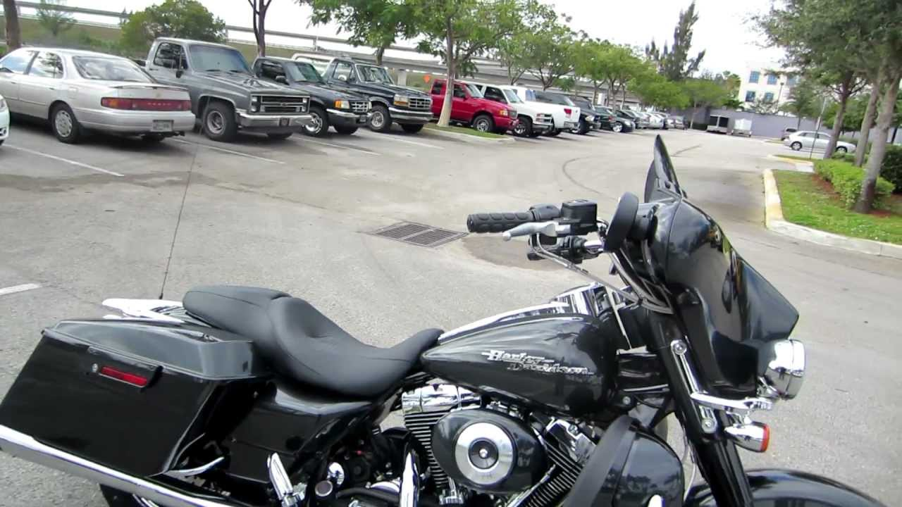 2006 FLHXI Street Glide, Black Pearl, Loaded, Immaculate..for sale