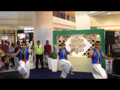 Amr Diab - Ana Leek ft Malaysian dancers