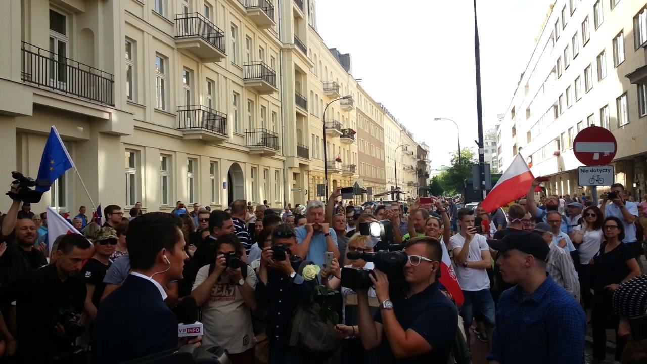 Reporter TVP atakowany przez KODziarzy
