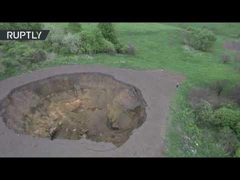 В Тульской области провалился грунт, образовав яму с пятиэтажный дом