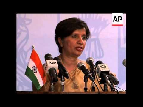 Pakistan FM meets Indian counterpart, comment on militants