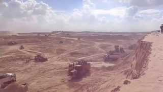 New Suez Canal: a scene in the pits November 20, 2014