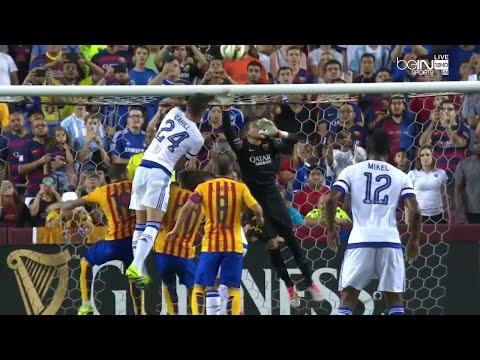 Jordi Masip Smashes Gary Cahill Nose - Chelsea vs Barcelona - 28.07.2015 HD