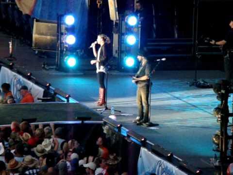 """Sugarland """"Already Gone"""" 8-15-09 Live at Gillete Stadium, Foxboro, Ma"""