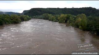 Crue de l'Ardèche 2014 à Vallon Pont d'Arc (19 sep 2014) (4K)