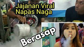 Proses Pembuatan Jajanan Berasap Napas Naga di Pasar Malam Sekaten Jogjakarta