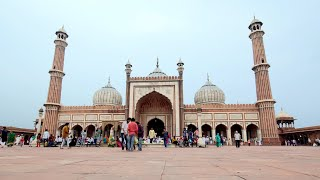 Timelapse at Jama masjid in Delhi with clear blue sky