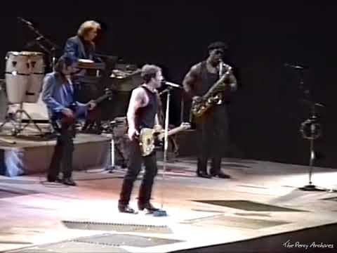Bruce Springsteen - Little Latin Lupe Lu (Mountain View, May 3, 1988)