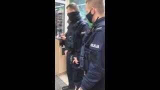 Zamknęli mnie w Żabce i oskarżyli o kradzież xdd. Policja i ochrona w akcji