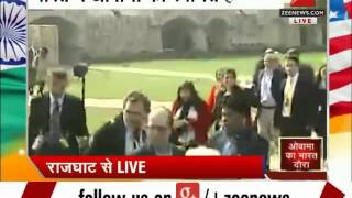 US President Barack Obama pays tribute to Mahatma Gandhi at Raj Ghat