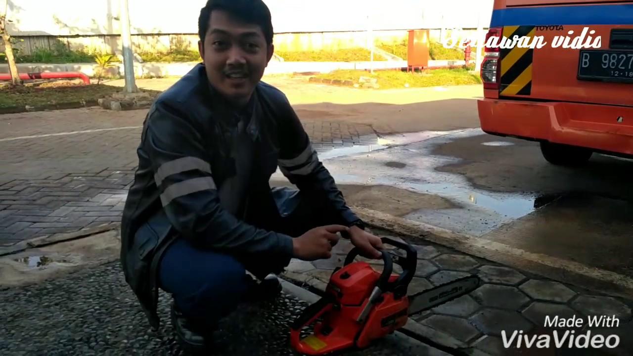 Cara Menyalakan Gergaji Mesin Mini Youtube Potong Kayu Chainsaw Stihl Ms 180 16ampquot