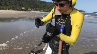 Achei Joias  perdidas na Praia com o detector de metais | Metal detecting on the  Beach