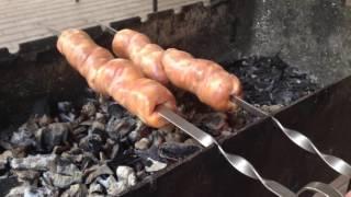Как пожарить колбаски на мангале ✔ Смотри и учись!
