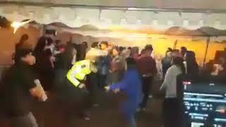 😲 #POLICÍA NACIONAL se cae bailando..? 😲