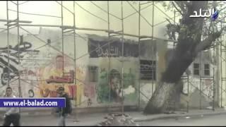 بالفيديو.. طلاء صور الشهداء وجرافيتى الثورة بشارع محمد محمود